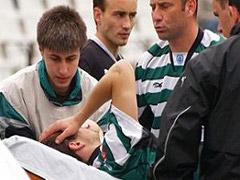 Georgy Iliev siendo trasladado en camilla