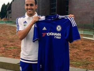Pedro ya luce la camiseta del Chelsea.